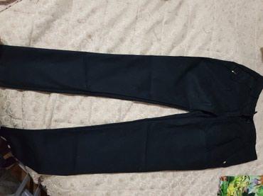Pantalone crne i bez, velicine s/m, crne su obucene sami jednom i kao - Kraljevo