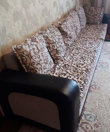 Продаю угловой диван.+стол+4 стульчика Состоян. Хорошая
