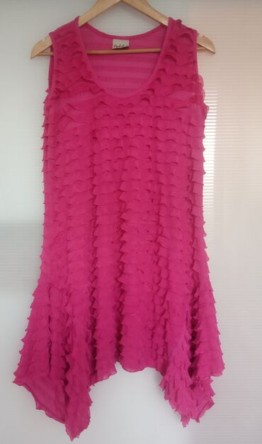 98 oglasa: Haljina ili tunika roze boje, poliester sa elastinom, veličina