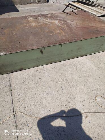 Ходунки, костыли, трости, роллаторы - Кыргызстан: Продаю бак металлический и регисторы трубы 80 размер