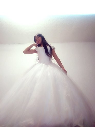 пышное кружевное платье в Кыргызстан: Сдаю на прокат пышное платье принцессы,, в комплекте шуба, фата