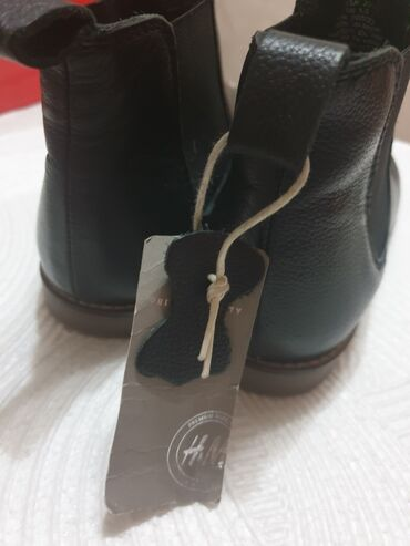 Продаю детскую обувь. 1. Ботинки кожанные H&M с гелевой подошвой
