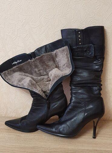 Продаю женские кожаные зимние сапоги 39го размера, внутри мех, шпилька
