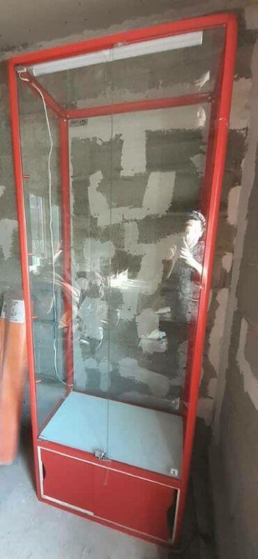 Продаю стеклянную витрину с подсветкой 4полки и 3ключа