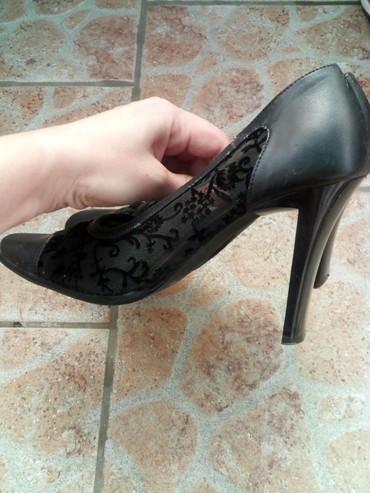 Kvalitetne cipele iz italije,slabo nosene,br 37,na levoj cipka malo - Zrenjanin