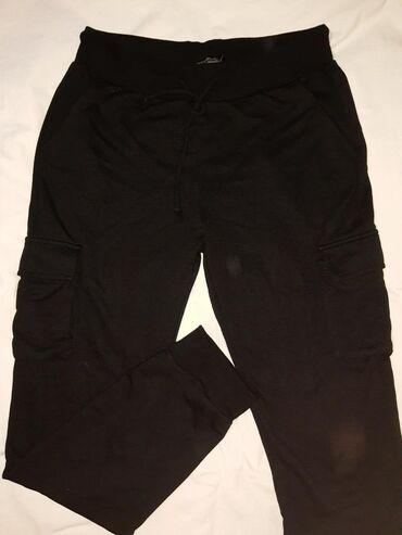 Pantalone trenerka dzeparice crne donji deo
