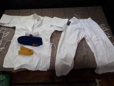 Kimono za karate  nije puno nošen uz kimono idu i tri pojasa br. 165