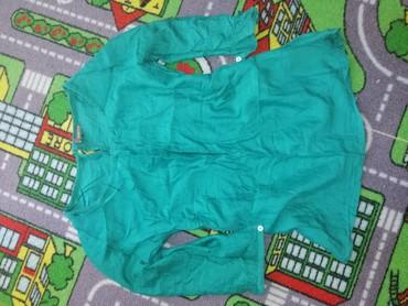 Smaragdno zelena bluzica, prelepa je  - Belgrade