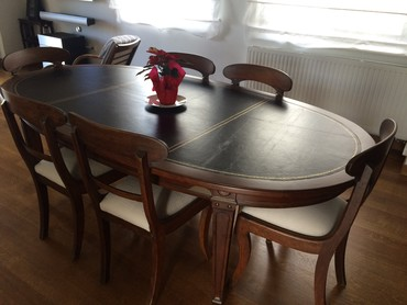 Very elegant antique dining table with 6 chair. Leather table top. σε Athens