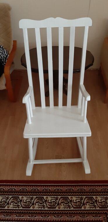 Kuća i bašta - Borca: Stolica za ljuljanje od punog drveta. Stolice su rucni rad majstora