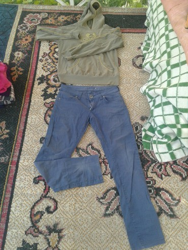 Брюки - Кок-Ой: Толстовка и джинсовой брюки.250