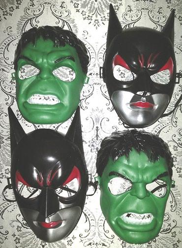 Bakı şəhərində Maskalar. Dördü birlikdə və ya iki-iki satılır. Hərəsi 1 manata.