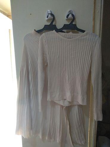вязанный жакет в Кыргызстан: Продаю вязаную двойку Сост новое Одевала 1 раз Цена 450с Размер 42-44