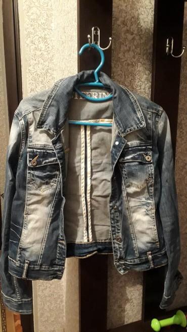 детская джинсовая куртка в Кыргызстан: Джинсовая куртка. В очень хорошем состоянии. Размер S-M. 500c