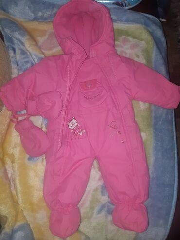 Skafander za bebu vel.3 meseca.U super stanju kao nov.Cena 700 dinara