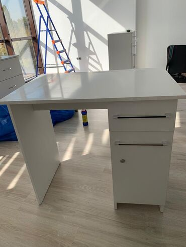 Продаю маникюрные столы! В очень хорошем состоянии!