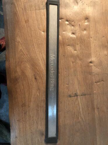 Продаю молдин в проем на Мерседес w211 ( на переднюю правую дверь)