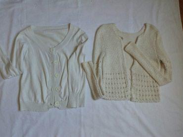 Dva džempera. Pojedinacna cena pleteni 550 beli 500 - Beograd