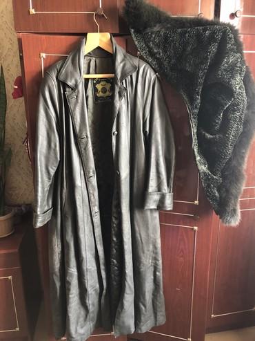 Кожаное пальто, б/у, зеленый цвет, мягкая кожа хорошей выделки, размер