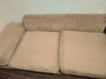 вязанные наволочки на диванные подушки в Кыргызстан: Удобный диван, с не менее удобными, и мягкими подушками. Диван покрыт