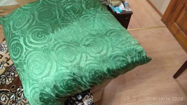 Bakı şəhərində Продается новая перьевая подушка таких 3шт. Одна продается по 8 ман