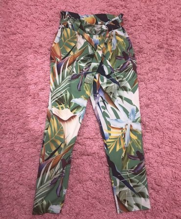 Lagane moderne pantalone nove bez mane dublji struk vezu se. Mogu s m