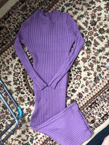 Продаю платье ниже колен