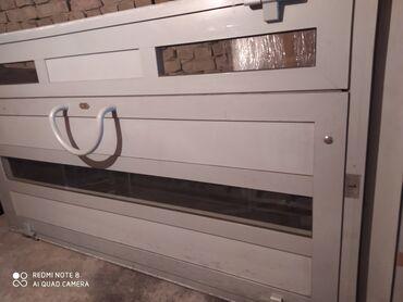 Стеклянные алюминние двери  Сатылат 30 000 сом