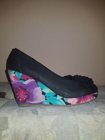Ostalo | Sremska Mitrovica: Ženske cvetne cipele br. 38