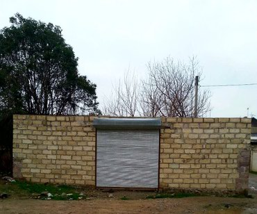 Bakı şəhərində Gence seherinde obyekt yeri satilir 70 kv.m. Senetli. etraf torpagda