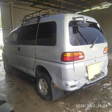 Mitsubishi в Бишкек: Mitsubishi Delica 2.4 л. 1996 | 255 км