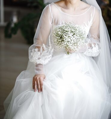 фиолетовое платье в пол в Кыргызстан: Продаю свадебное платье. Нежное свадебное платье создает торжественный