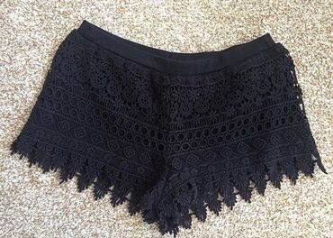 Crni čipkasti šorts