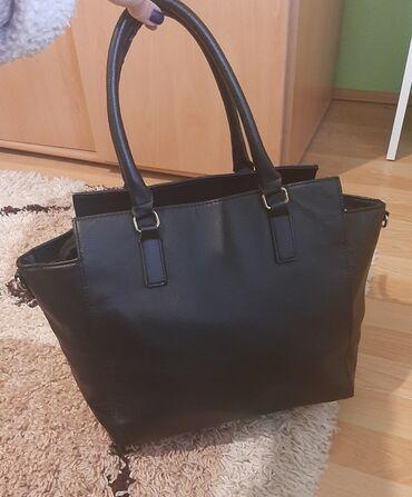 Torba je dimenzija - Srbija: H&m torba je u odlicnom stanju.  Dimenzije: 46×29cm