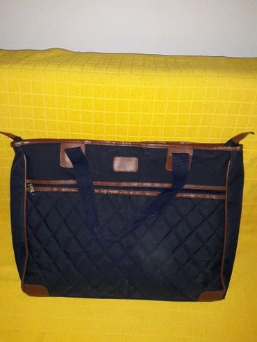 Putna torba teget boje sa braon,nijednom nosena iz austrije.dimenzije - Pozarevac