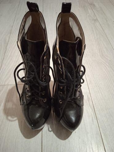 551 oglasa: Cipele nove 37 broj veoma udobne 1000 din