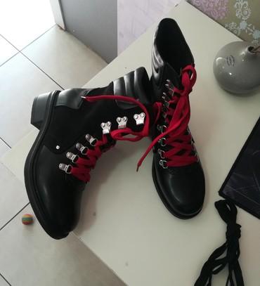 Savršene nove broj 38 sa crvenim i crnim pertlama - Batajnica - slika 6