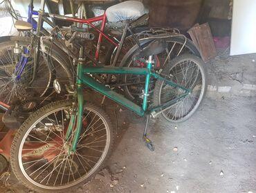 Zrenjanin - Srbija: Prodajem dva bicikla zeleni i stari crni, moze i zajedno i odvojeno