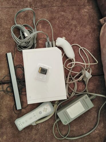 Elektronika - Kraljevo: SNIZENO NA 7000, Nintendo Wii hakovana / čipovana - 32GB + 64 gb (2