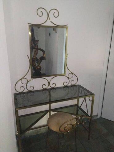 ΣΕΤ κρεβατοκάμαρας μπρούτζινα Περιλαμβάνει τουαλέτα με καθρέφτη 90 x