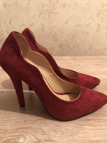 Женская обувь - Бишкек: Бардовые и красивые, замшевые туфли, абсолютно новые, 36 размера каблу