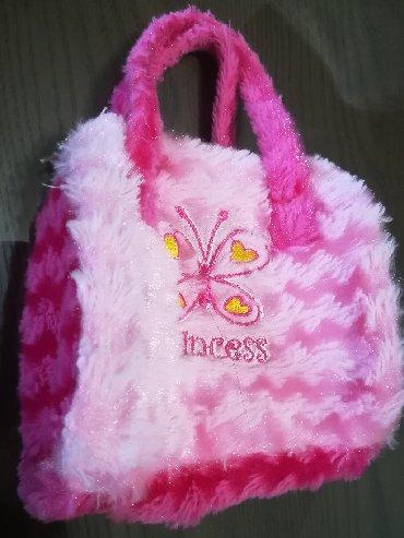 Prelepa meka plišana torbica Princess, kao nova, dimenzije 14x11 cm