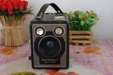 Πωλείται συλλεκτική φωτογραφική μηχανή kodak six 20 brownie