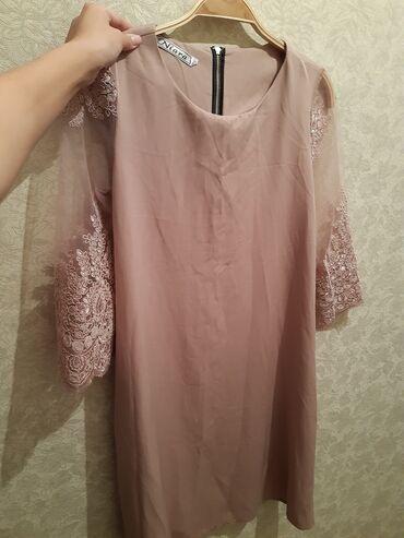 Платья совершенно новая,цвет пудра,размер 42-44,по колено,окончательно
