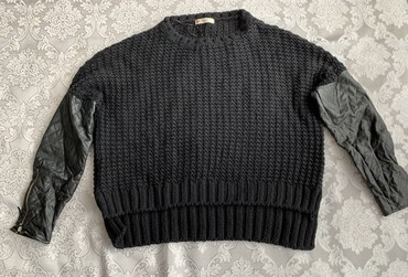 женские-черные-свитера в Азербайджан: Размер стандарт, теплая подарили не носила