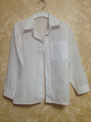 детская белая футболка в Азербайджан: Детская рубашка белого цвета размер 110-116, состояние новой, длина