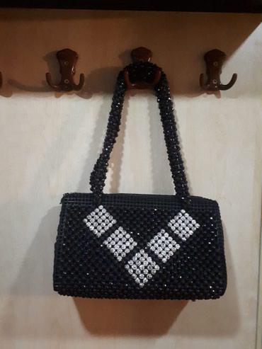 Bakı şəhərində Muncuqlu çanta