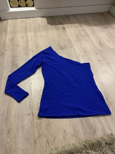 Kraljevsko plava bluza na jedno rame