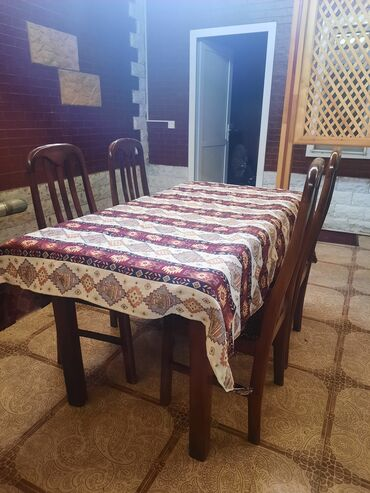 Restoranin baglanmagi ile elaqedar stol stullar satilir. Qiymete 1