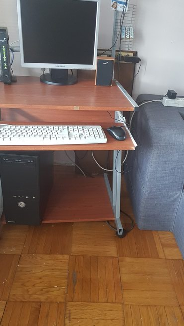 Kompjuter asus sa kucistem tastaturom, misem i zvucnicima kompletno - Belgrade